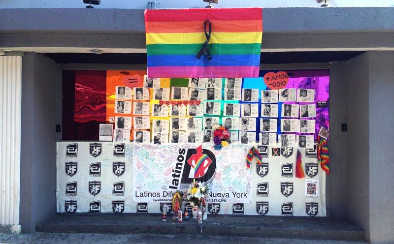 Entrada al Club Evolution de la Roosevelt y la calle 76 en Jackson Heights, Queens. Foto Javier Castaño