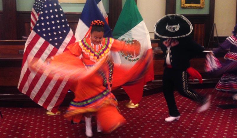 El folklore mexicano se hizo senti en la Alcaldía de Nueva York.