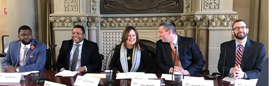 Desde la izquierda, Kevin Bryan, Dorald Bastian, Aimee Horowitz, Christopher Caruso y Paul Neenos en conferencia con la prensa étnica.