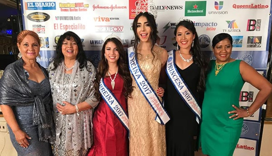 Desde la izquierda, Aracelis Berrocal del comité de damas del Desfile de la Hispanidad, Alma Martinez, comisionada de publicidad del desfile, la virreina Scarleth Alcántara, la reina Ana Paula Rodríguez, la princesa Dayannae Miranda y Ruth Hulse.