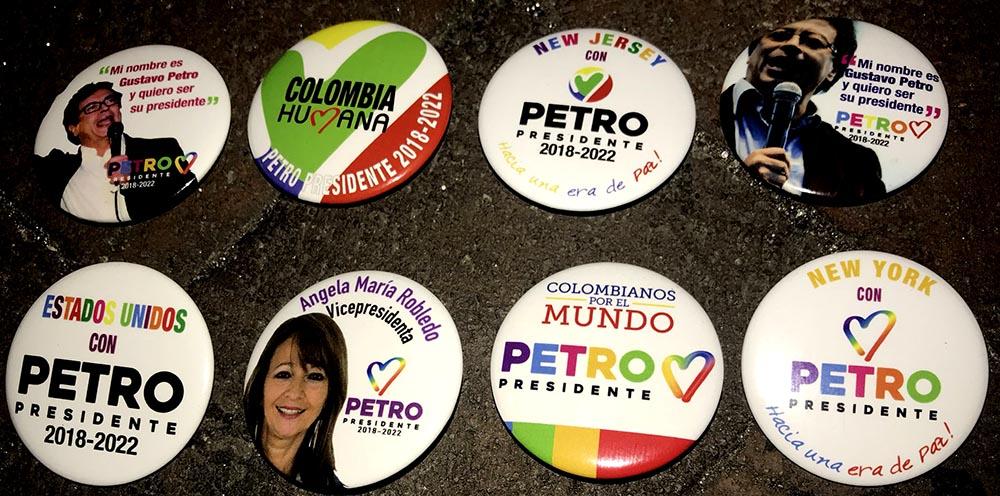 Broches de campaña de Petro por la presidencia de Colombia.