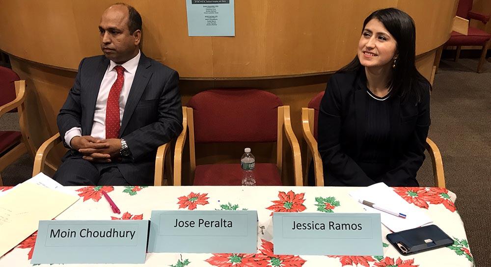 Moin Chau y Jessica Ramos con la silla vacía que dejó el senador José Peralta.