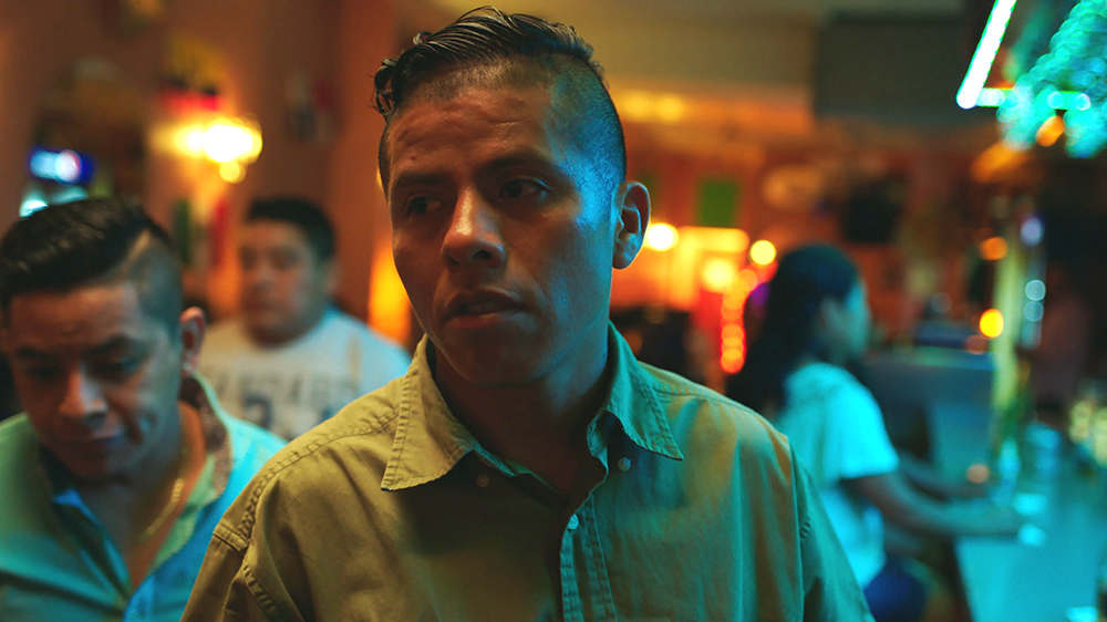 José es el protagonista de En el séptimo día, quien hace entregas a domicilio y juega en un equipo de fútbol.