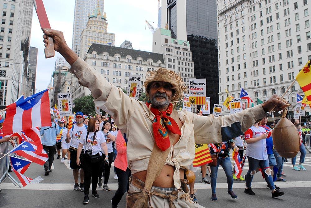El orgullo y el folcklore boricua desfiló por la Quinta Avenida de Manhattan. Foto Humberto Arellano