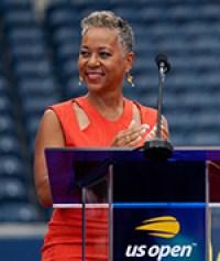 Katrina Adams, máxima ejecutiva de la USTA, durante la inauguración del nuevo estadio Louis Armstrong. Foto: cortesía Dino García.
