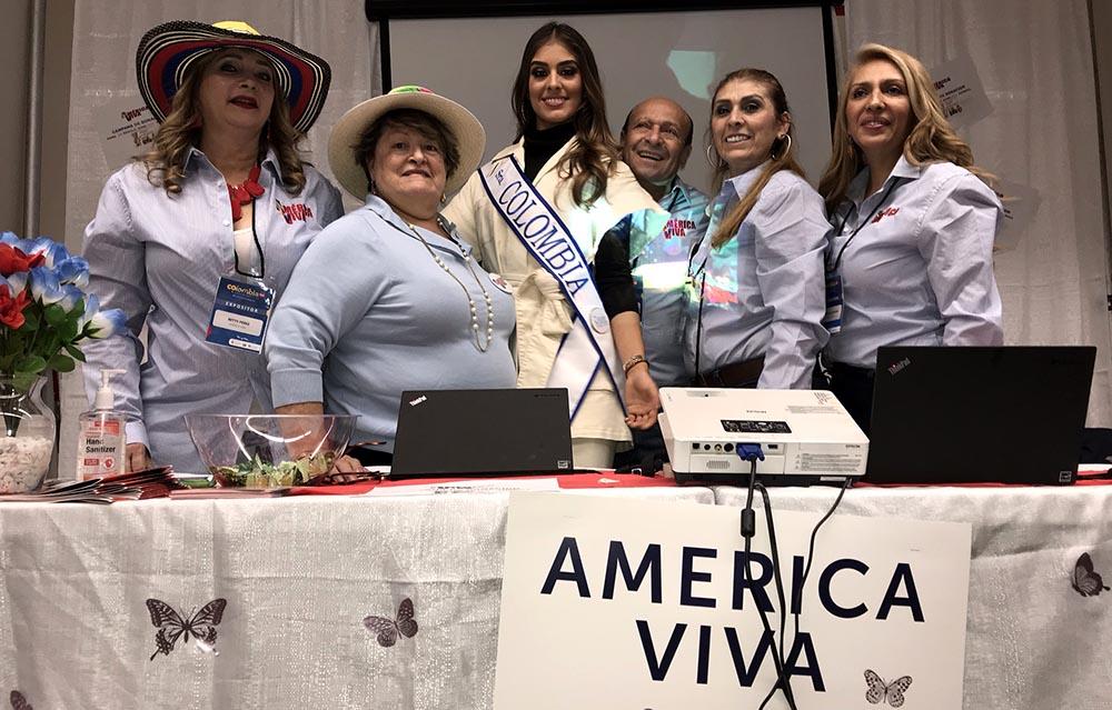 Integrantes de Colombia Viva en compañía de Varelia Morales, Señorita Colombia. Foto Javier Castaño