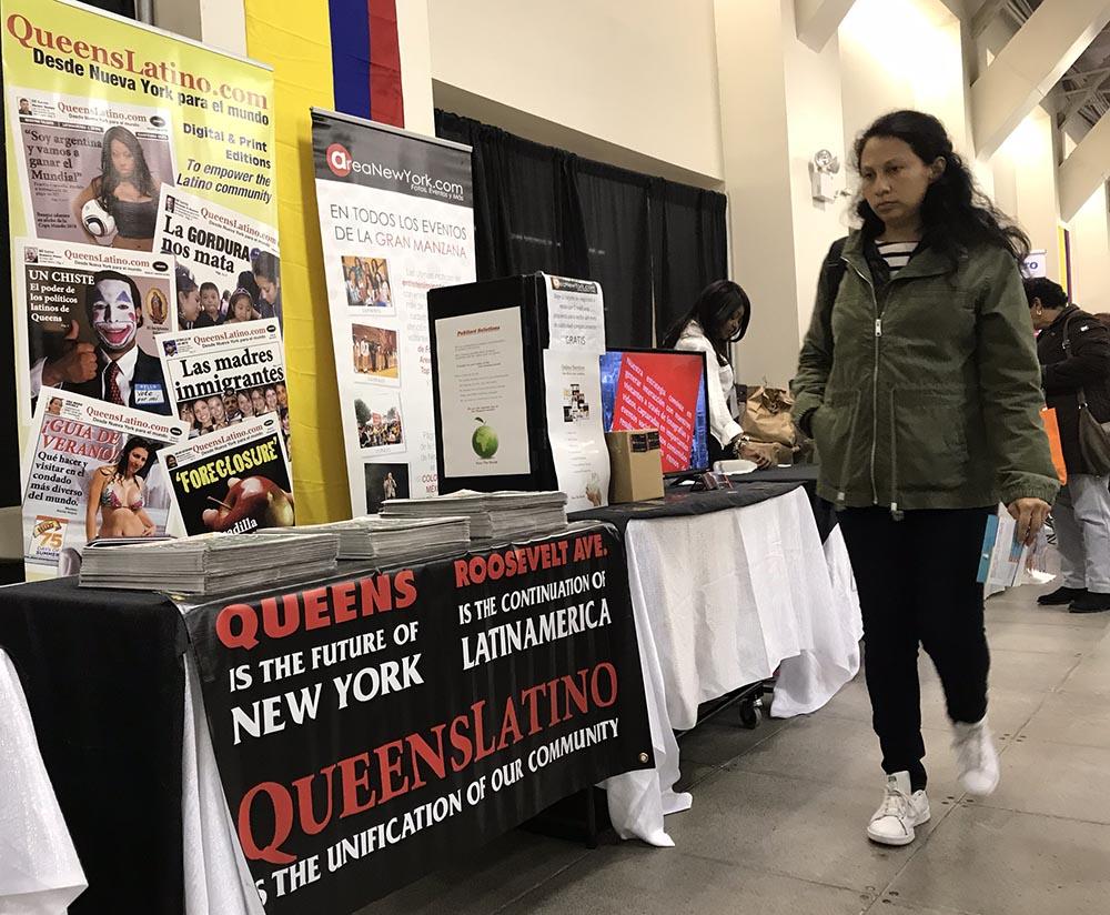 El periódico QueensLatino se hizo presente en ColombiaFest y distribuó ejemplates de su edición de octubre. Foto Javier Castaño