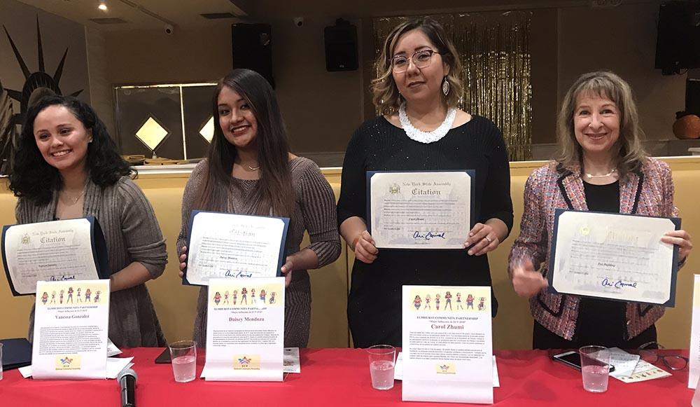 Las honradas, desde la izquierda: Daisey Mendoza, Fay Radding, Carol Zhumi y Vanessa Gonzáles.