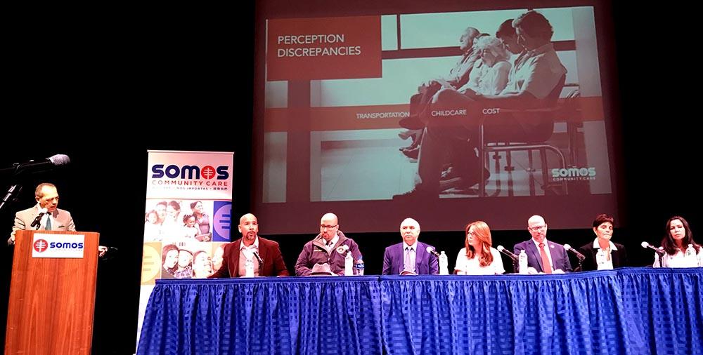 El panel de doctores y expertos en atención médica y la comunidad latina de Nueva York en el Hostos Community College.