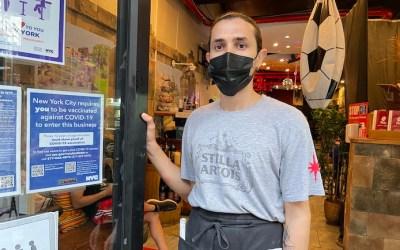 Multas en NY por permitir a no vacunados en recintos cerrados