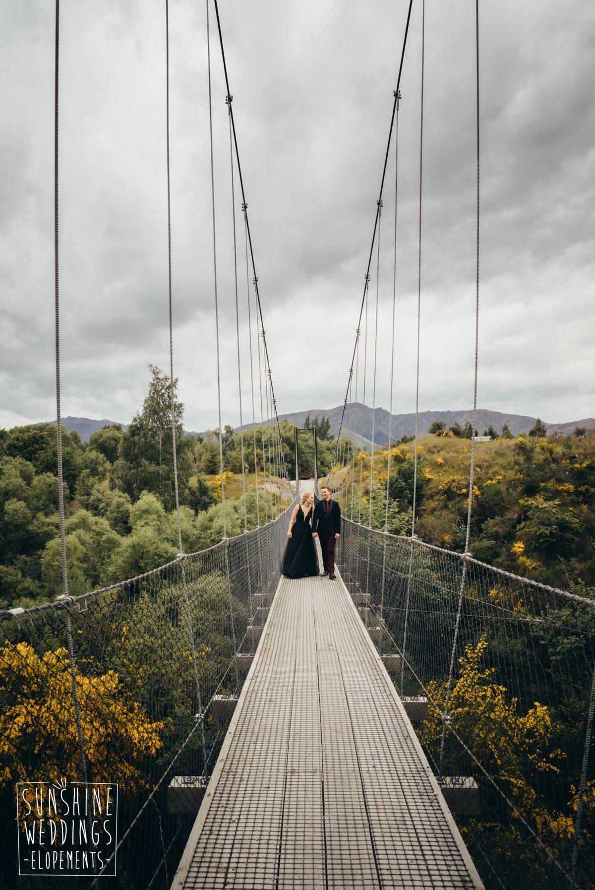 wedding photo arrowtown bridge