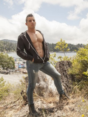 Jacob Taylor barebacks Ashton Summers