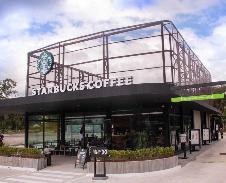 Starbucks abre loja drive-thru na Via Dutra