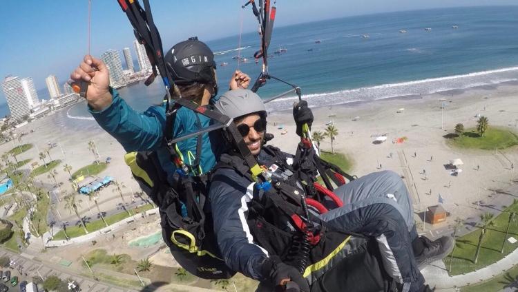 Volar en parapente sobre la ciudad de Iquique