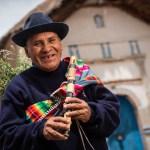Hombre Aimara , Iglesia de Isluga , altiplano de Chile Iquique , Colchane
