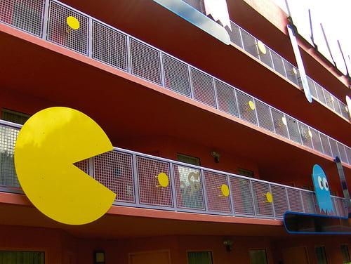Pacman en la fachada del hotel Bahía