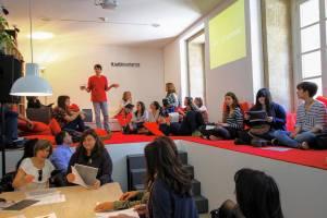 Obradoiro de poesía con María Lado:  A poesía non morde, aínda que ás veces debería