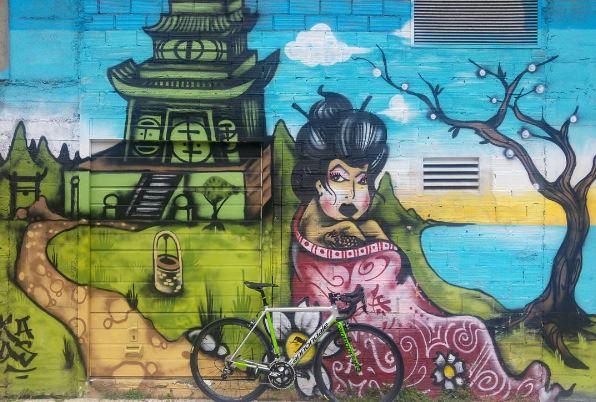 Vigobikeffiti   Bici y graffitis para promover Vigo