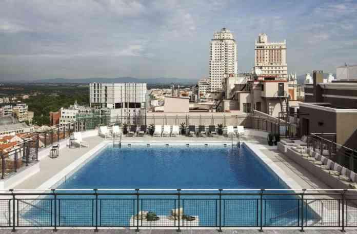 Ya está abierta la piscina del Hotel Emperador