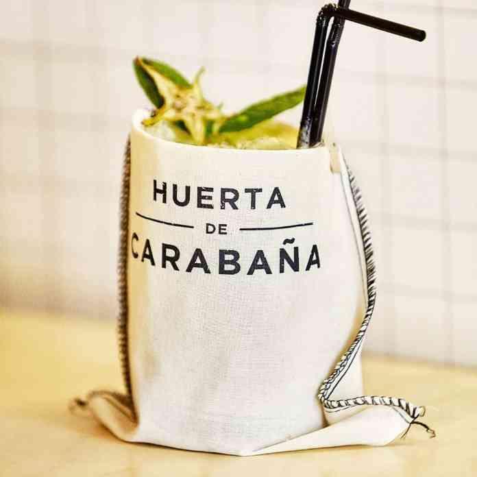 •Cóctel Carabaña: Ginebra, pepino, piña, melón y menta;