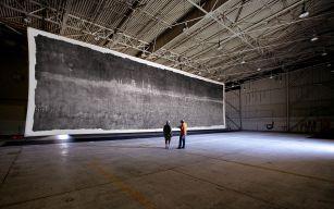 la plus grande photographie au monde, réalisée au sténopé, la boîte étant un hangar.