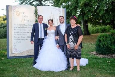 Très jolie séance photobooth avec ce livre créé par un ami des mariés