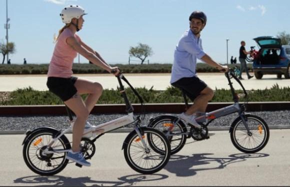 Tilt 500 E vélo électrique pliant, vue extérieur promenade