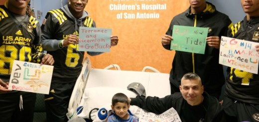 2015 US Army All-American Bowl Players Painting with Patients at CHofSA QueMeansWhat.com