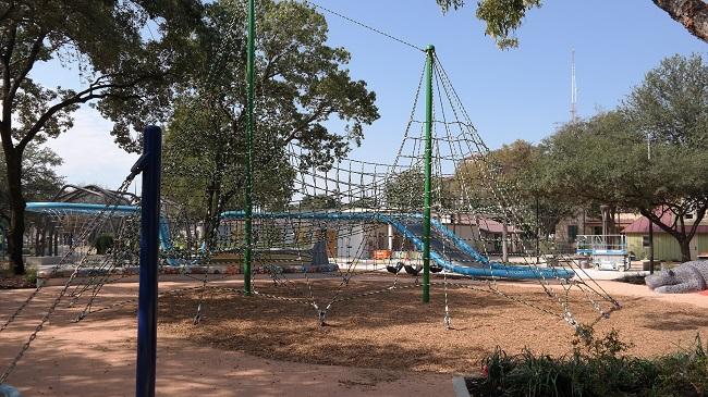 Yanaguana Garden Net Play - QueMeansWhat