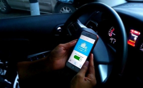Take the AT&T It Can Wait Pledge Against Distracted Driving
