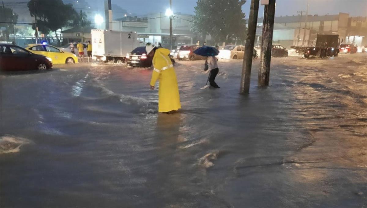 inundaciones en Guayaquil este 8 de marzo