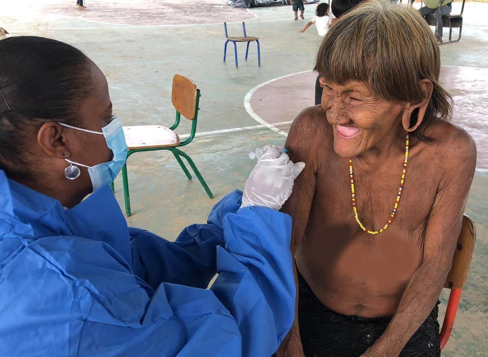 vacunación Waorani