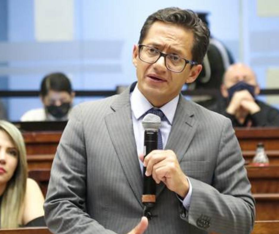 Freddy Carrión destituido