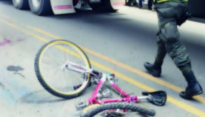 Un ciclista que transitaba sobre la ciclovía del Paseo de la Reforma, a la altura de la calle Amberes, arrolló y mató a un hombre de 65 años de edad que trababa de cruzar la calle