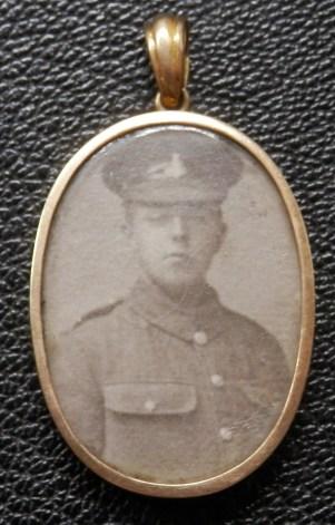 Locket WW1 Soldier Green Howards