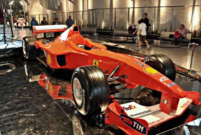 Ferrari_world-abu_dhabi-2011_(20).JPG