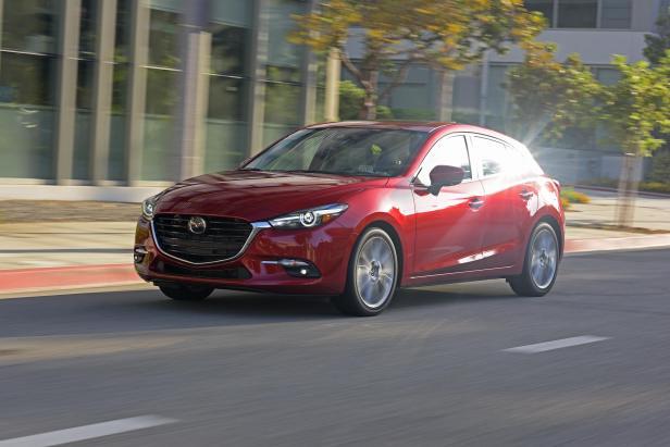 2017_Mazda3_15.jpg