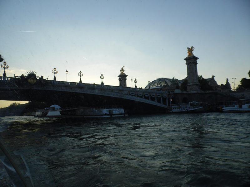 Chegamos a Paris - passeio no rio Sena
