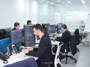 Oficina con los empleados de Query