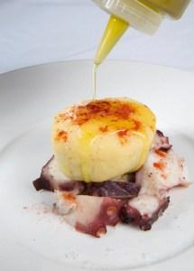 Iglú de Pulpo a la gallega y patata de Puigcerdá
