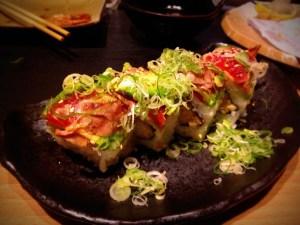 aguacate atun langostino en tempura y huevas
