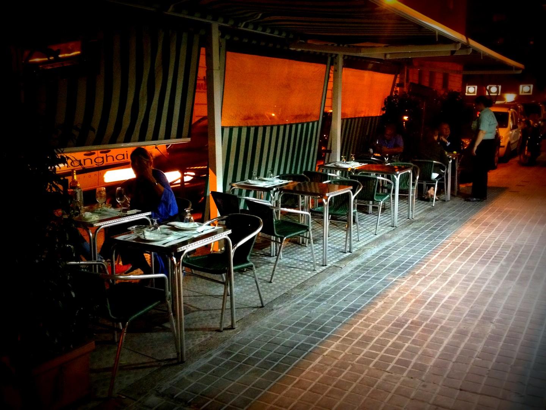 Restaurantes y bares con terraza por mandri barcelona - Precio toldos terraza barcelona ...