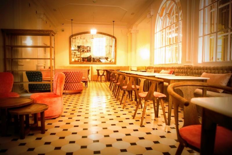Restaurante lateral barcelona nuevo bueno bonito y barato for Locales baratos en barcelona