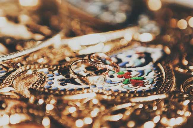soñando con muchas joyas de oro