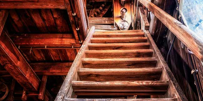 Soñar con escalera de madera