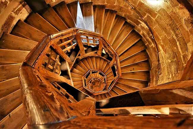 Soñar con escaleras de madera