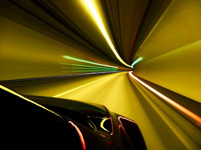 Soñar manejar un carro a toda velocidad