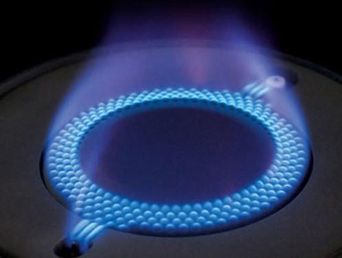 Piano cottura a gas - tradizionale contro fiamma diretta ...