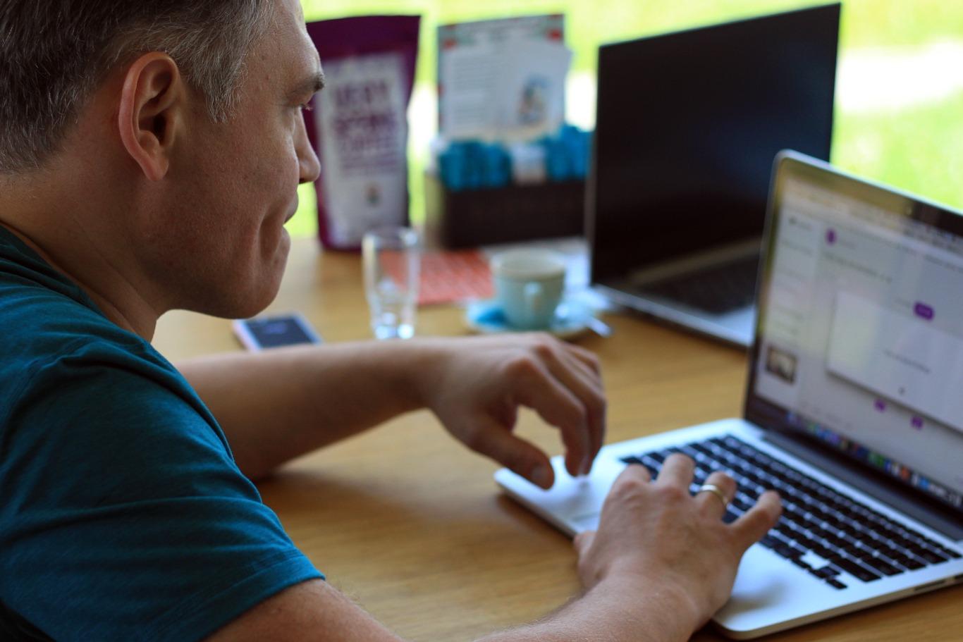 Сергій працює над додатком LingvoMind