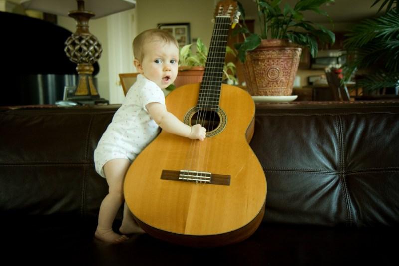 bebes y musica